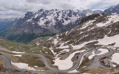 Waarom de Alpen jouw volgende motorbestemming moet zijn?